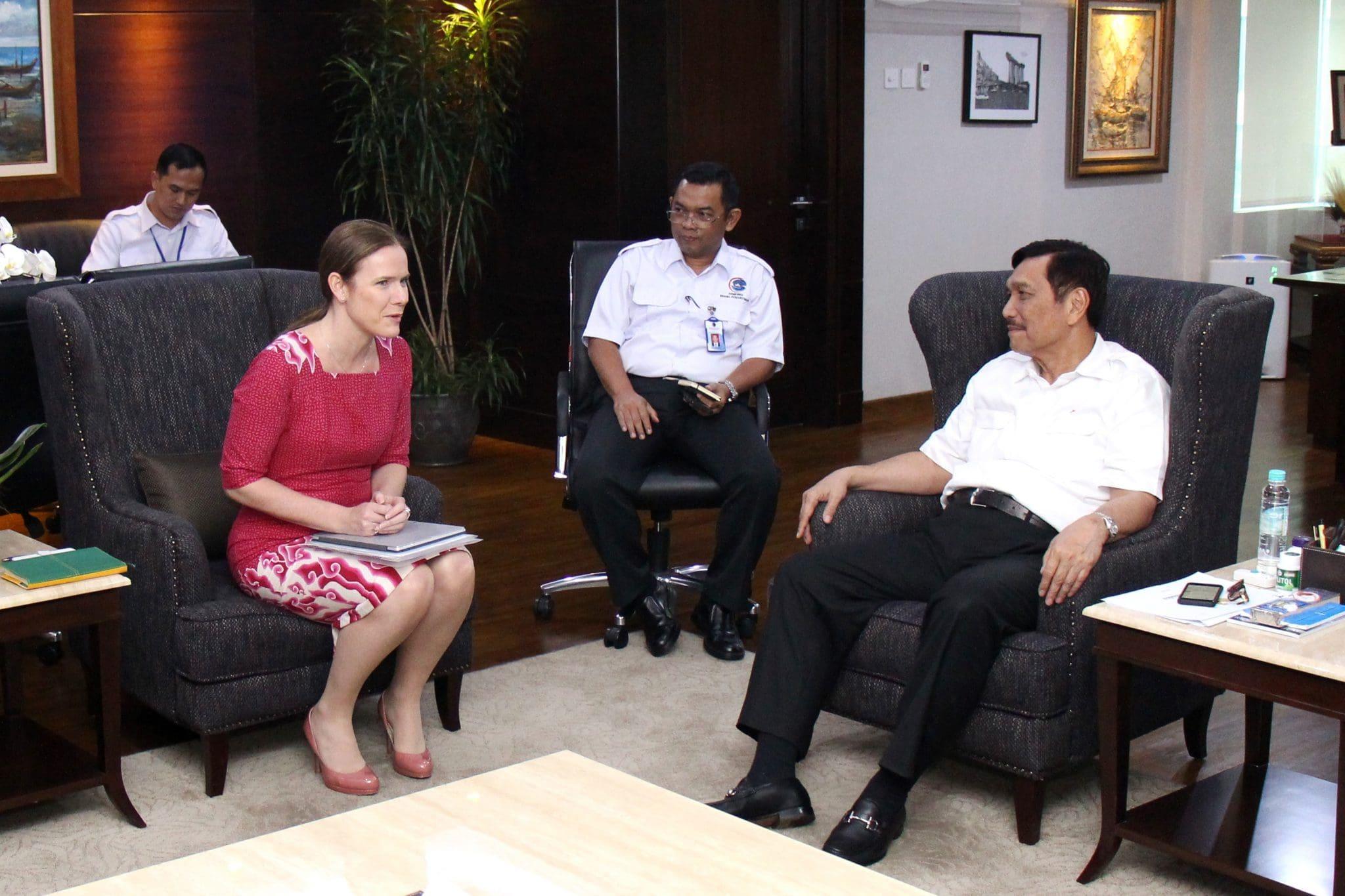 Menko Maritim, Luhut B. Pandjaiatan Meeting dengan BP. Asia Pacific Regional President, Mrs. Christina Verchere.