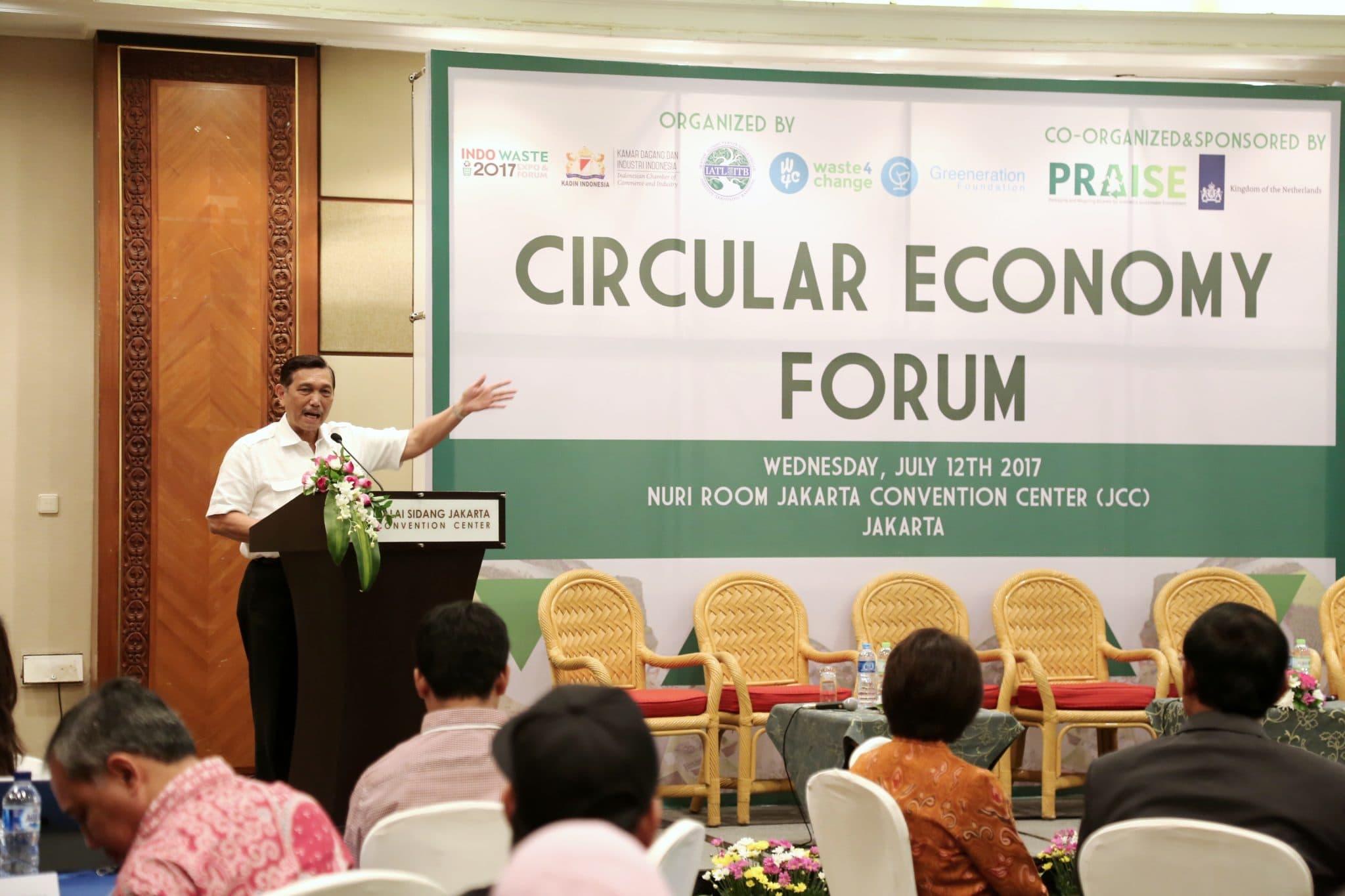 Menko Luhut Keynote Speech pada acara Circular Economy Forum Indo Waste 2017