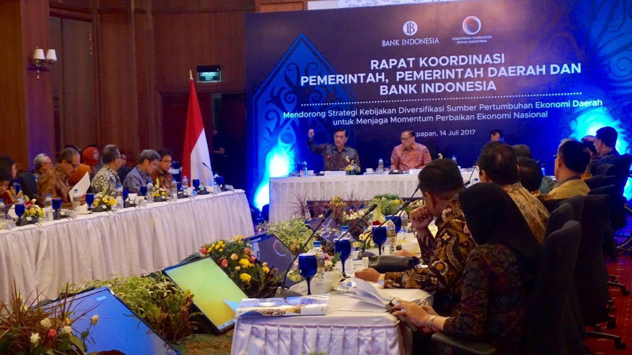 Pimpin Rakor di Balikpapan, Menko Luhut Bahas Pertumbuhan Ekonomi di Kalimantan