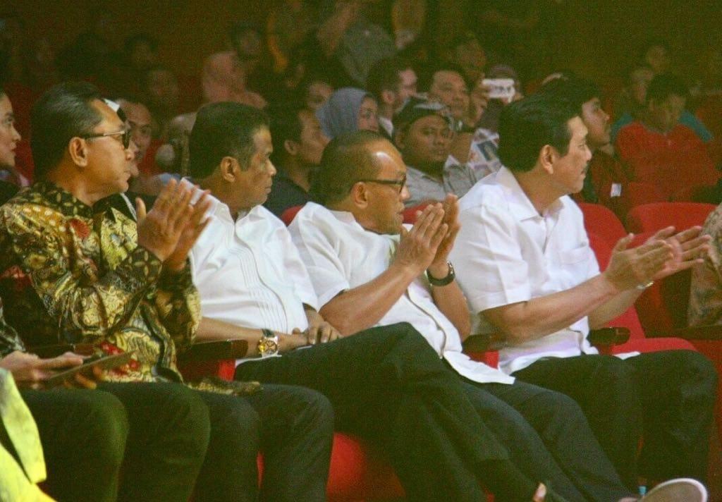 "Menko Luhut Hadiri Acara Baca Puisi Teatrikal ""Indonesia Dalam 3 : Negeri di Hening Puisi"""