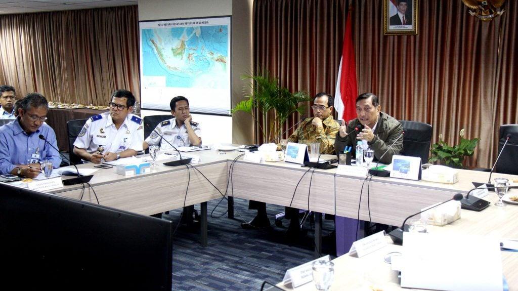 Menko Luhut Pimpin Rapat Koordinasi Perkembangan Pembangunan LRT