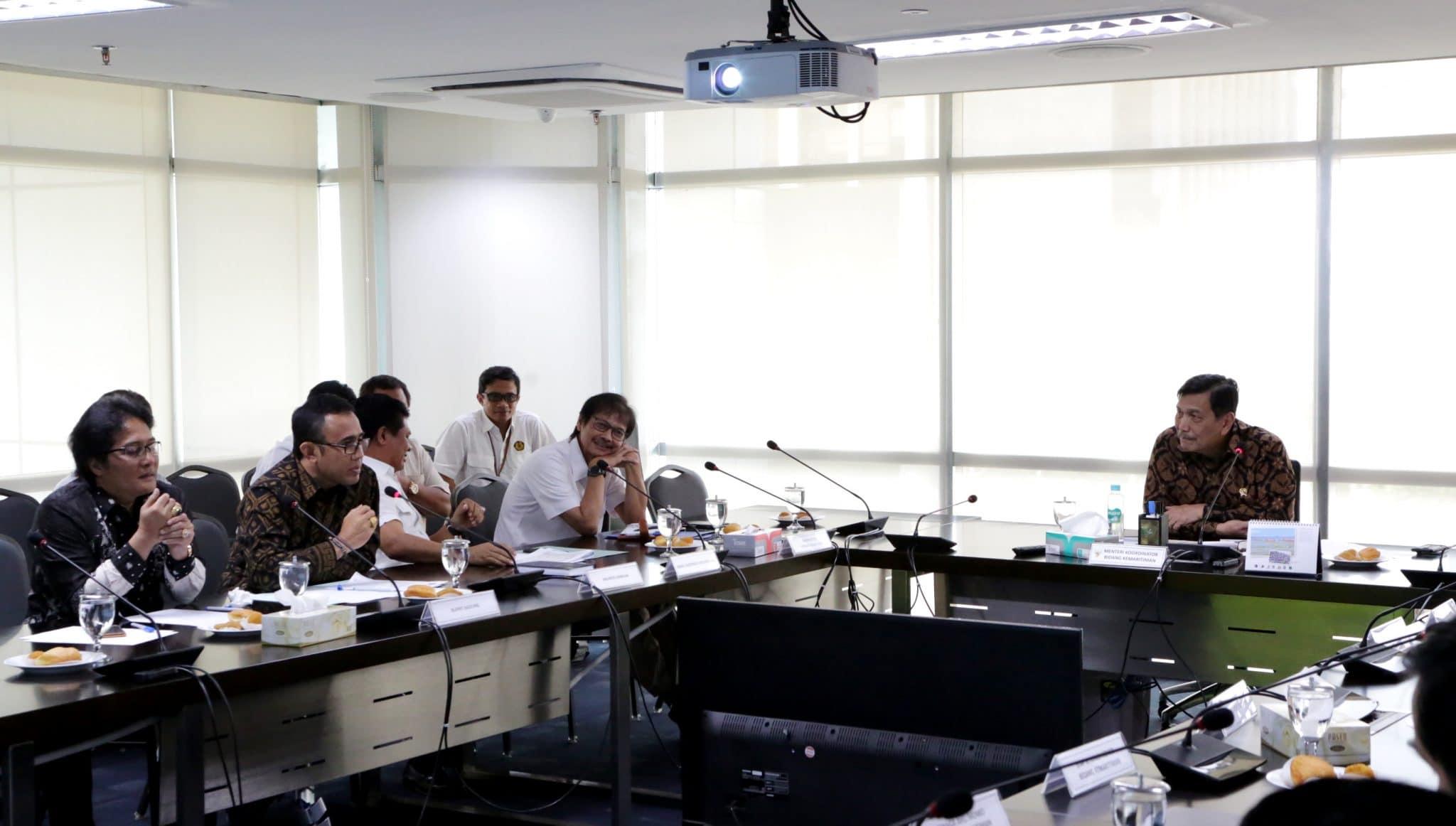 Menko Luhut Rakor Pengelolaan TPU Suwung Bali