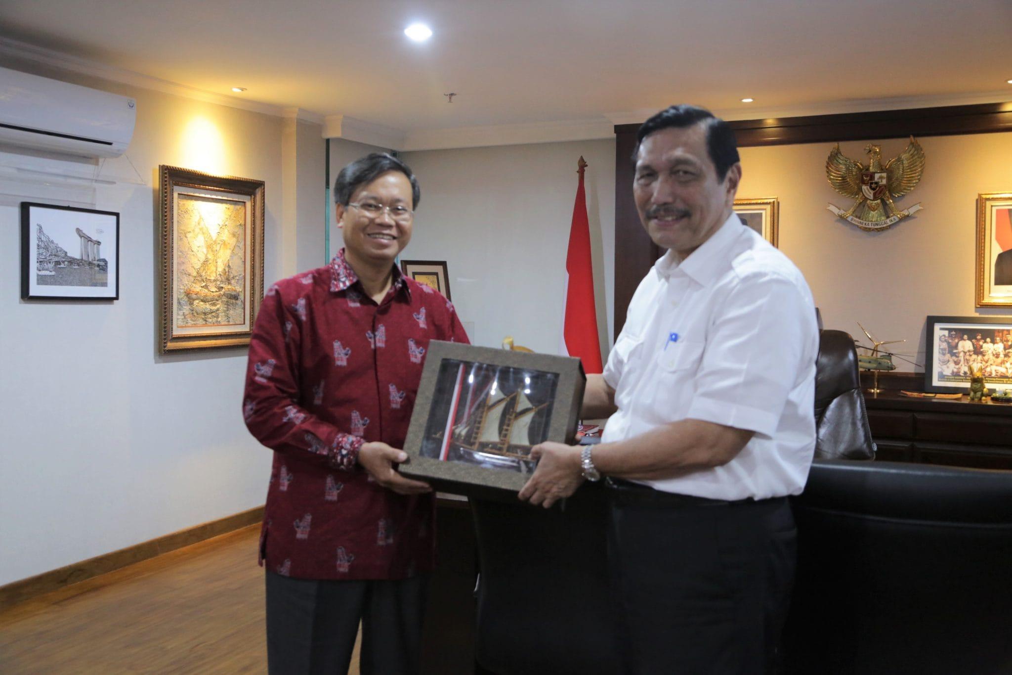 Menko Luhut Rapat Bersama Dubes Vietnam Untuk Indonesia di Kantor Maritim