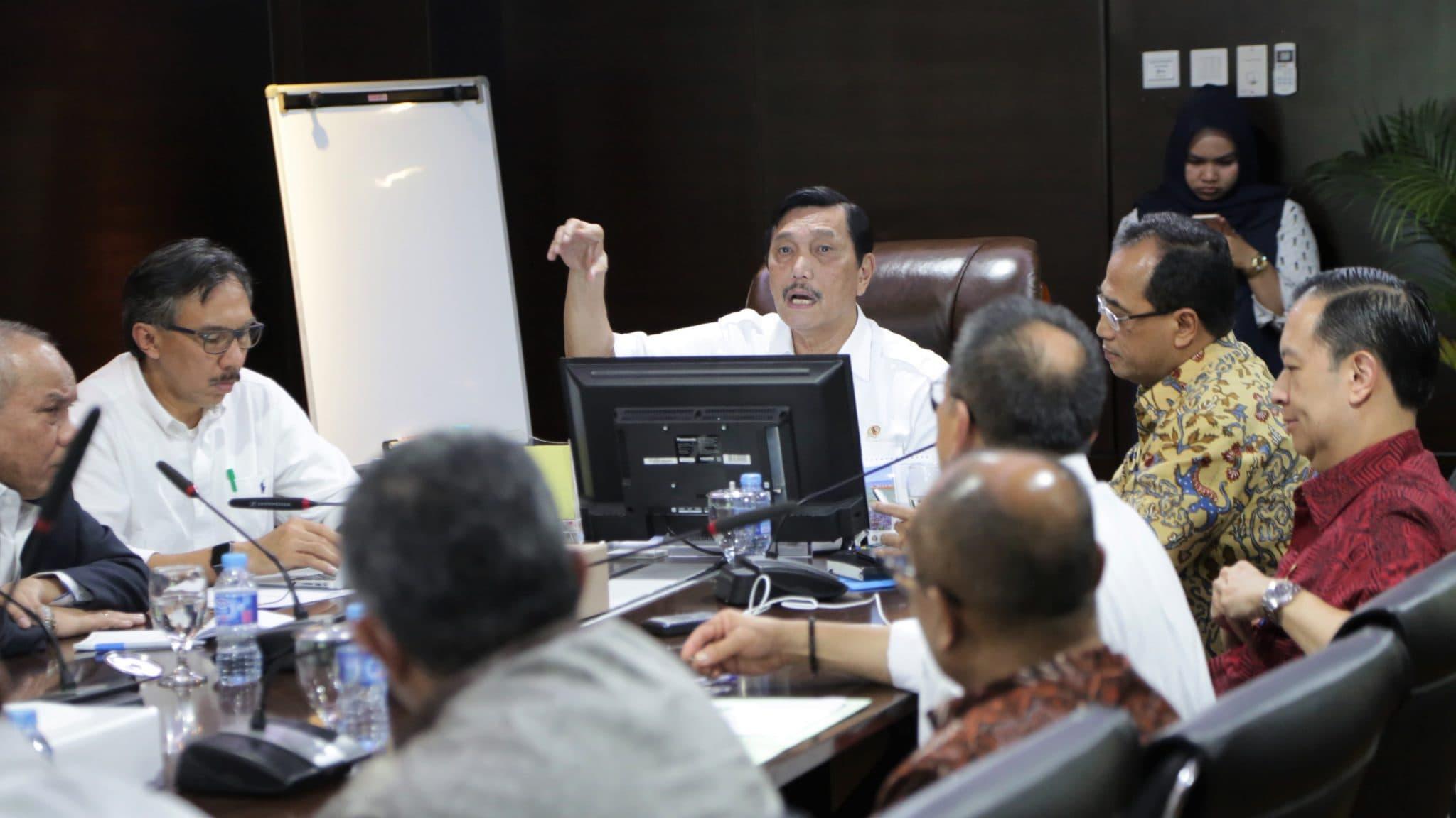 Menko Luhut Rapat Mengenai Penyelesaian Bandara Kertajati Bersama Wagub Jabar