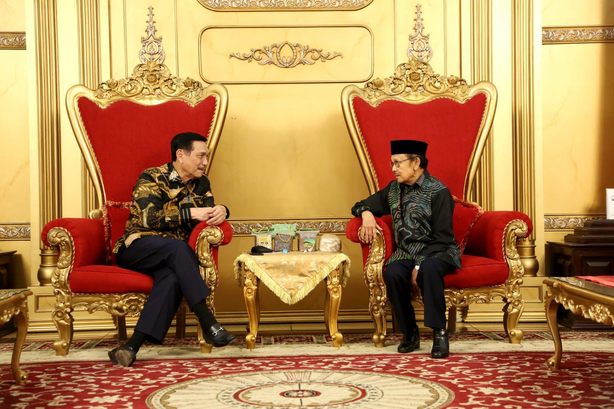 Menko Bidang Kemaritiman, Luhut B. Pandjaitan bersama Mantan Presiden BJ. Habibie hadiri Welcome Dinner Peserta Hari Kebangkitan Teknologi Nasional (Hakteknas) ke 22