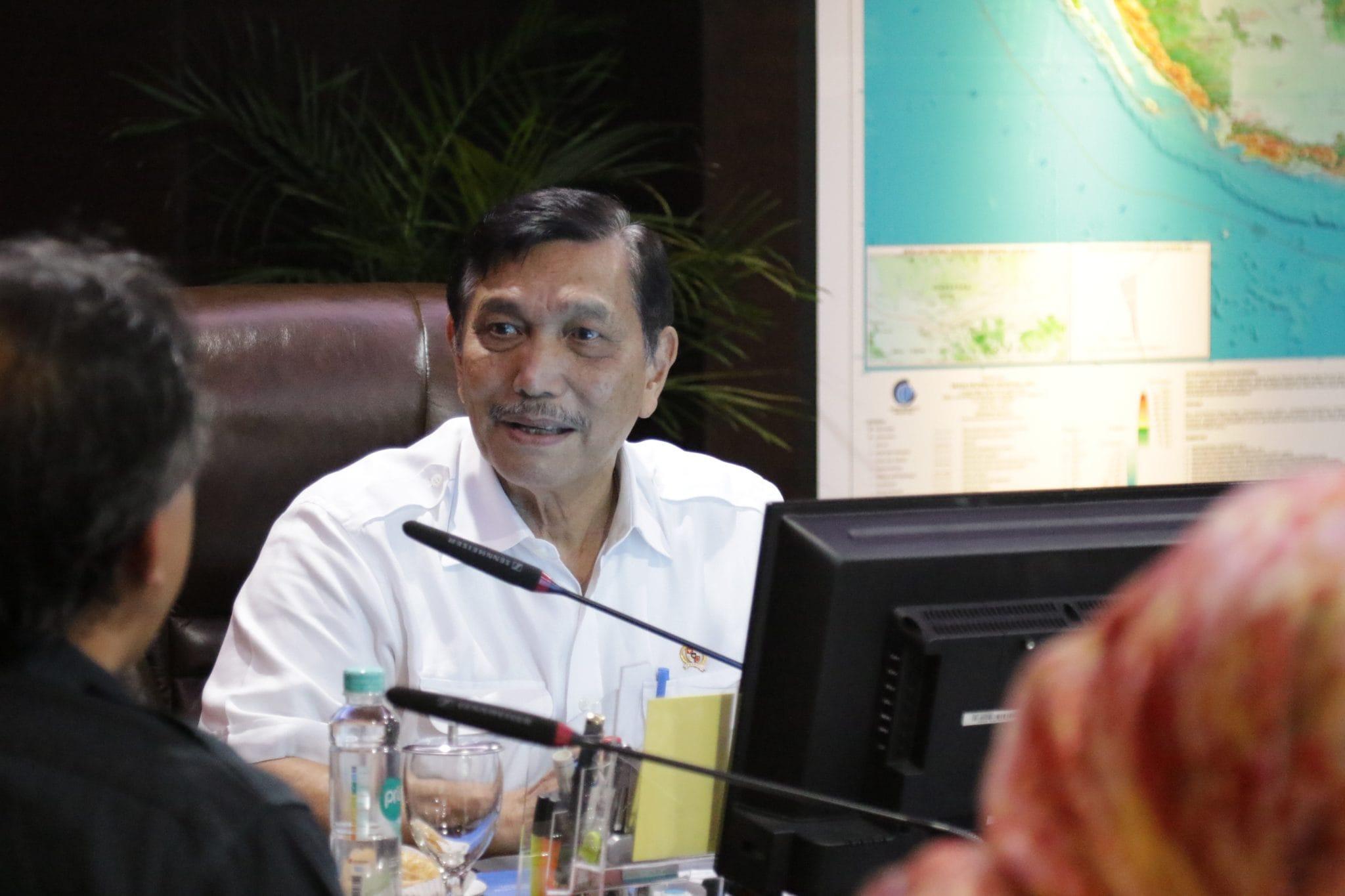 Menko Luhut Rapat Persiapan Menerima Delegasi CDB di Kantor Maritim