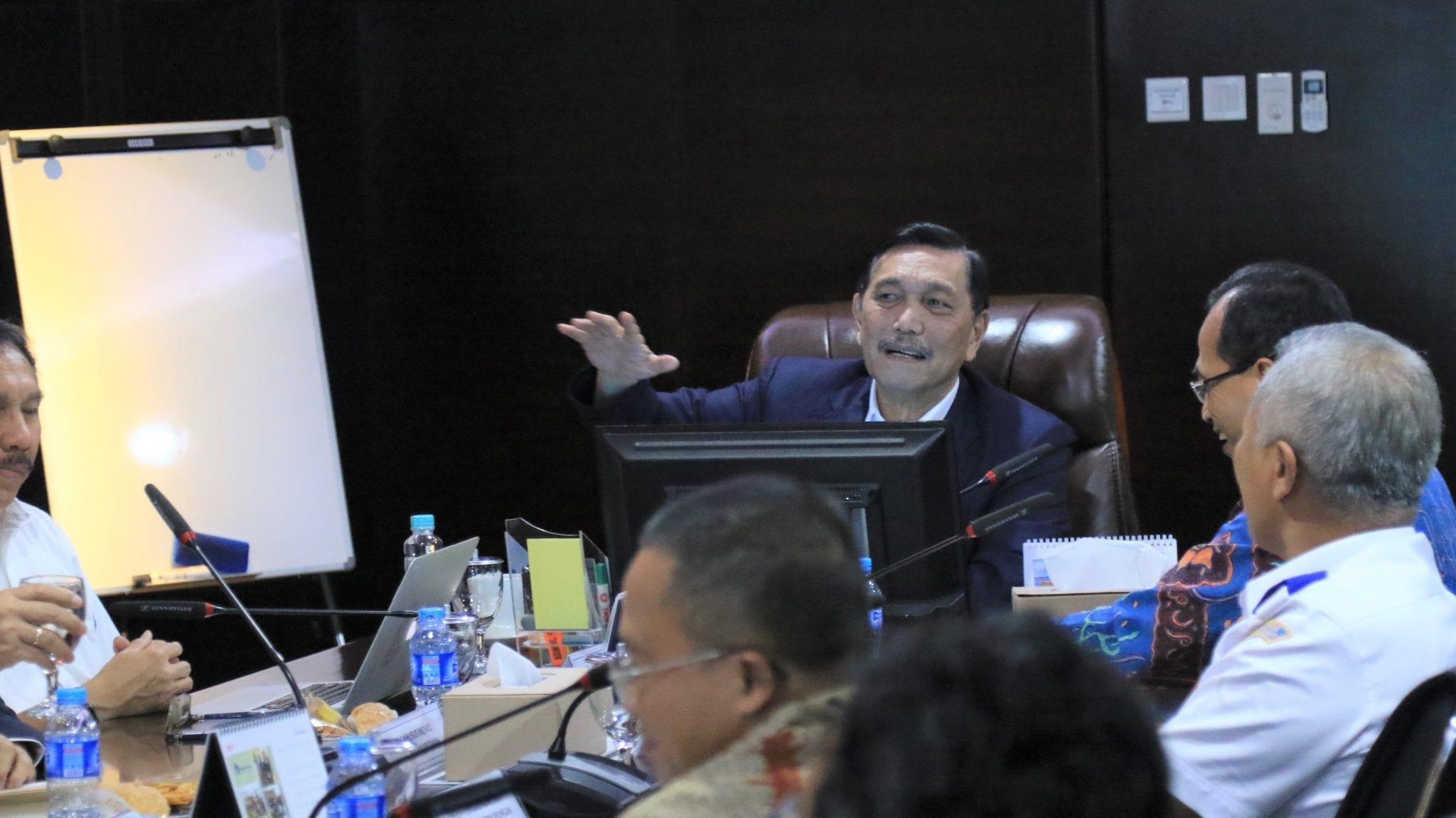 Menko Luhut Pimpin Rakor Mewujudkan Pelabuhan Indonesia yang Lebih Efektif dan Efisien