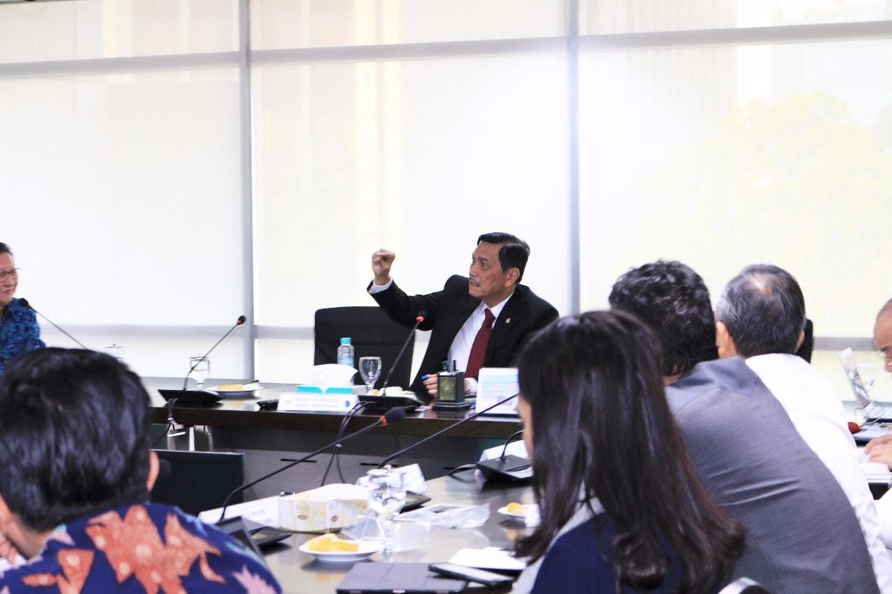 Menko Luhut Pimpin Rapat Mengenai Kesiapan Industri B20
