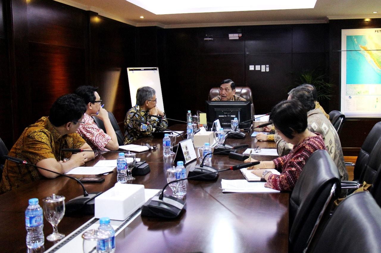 Menko Luhut Rapat dengan Ketua Umum OJK dan Gubernur BI