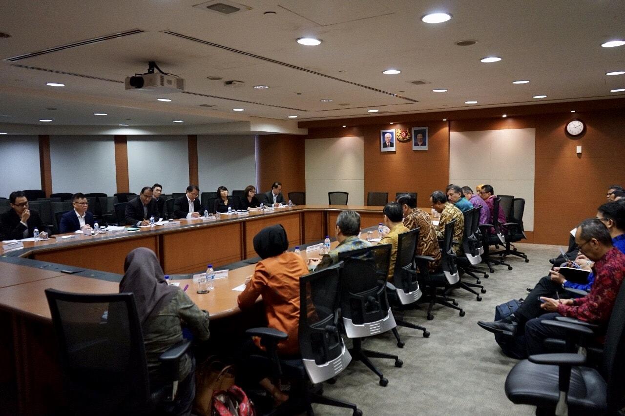 Menko Luhut Melaksanakan Bilateral Meeting dengan Menteri Perdagangan dan Perindustrian Singapura