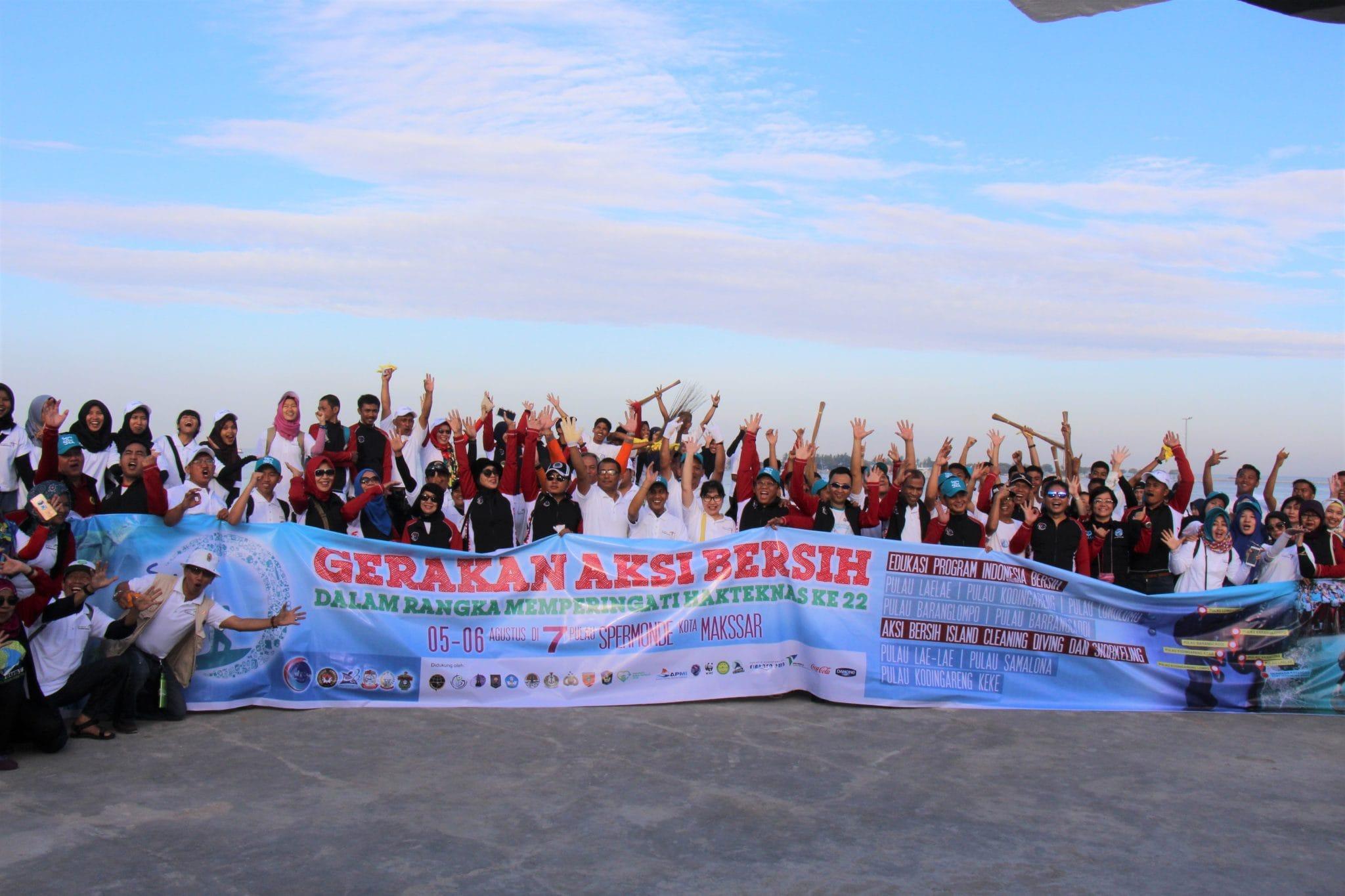 Island Clean Up Pulau-Pulau di Makassar Bersama Kemenko Maritim