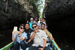 Kementerian Koordinator Bidang Kemaritiman mengadakan Peningkatan Kapasitas Masyarakat di Kawasan Wisata Karst Rammang Rammang Makassar