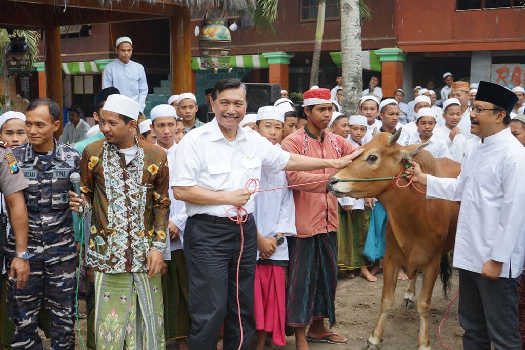 Menko Luhut Berkunjung Ke Pondok Pesantren di Bangkalan