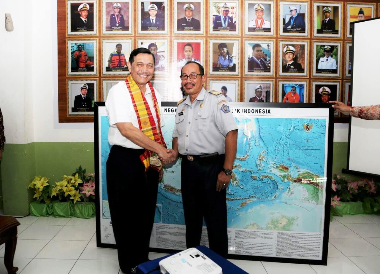 Meninjau Sekolah Pelayaran di Makassar, Menko Luhut: Saya akan Dobrak!