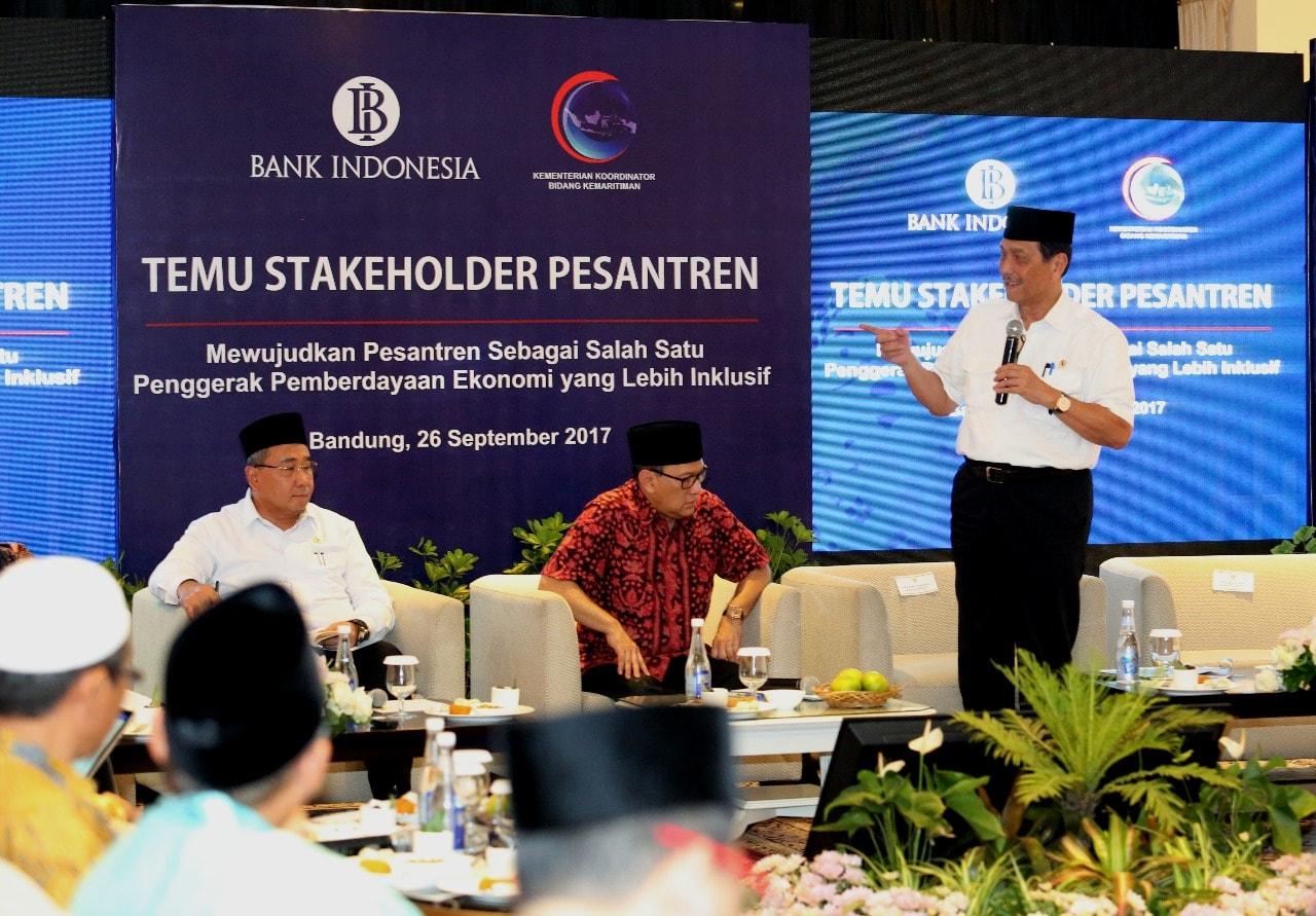 Menko Luhut Temu Stakeholder Pesantren di Bandung