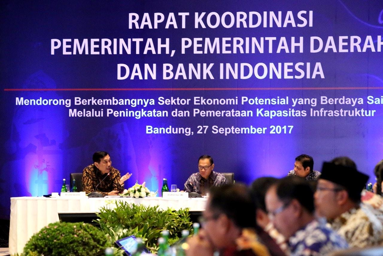 Menko Luhut Rakor Pemerintah, Pemerintah Daerah dan BI di Bandung