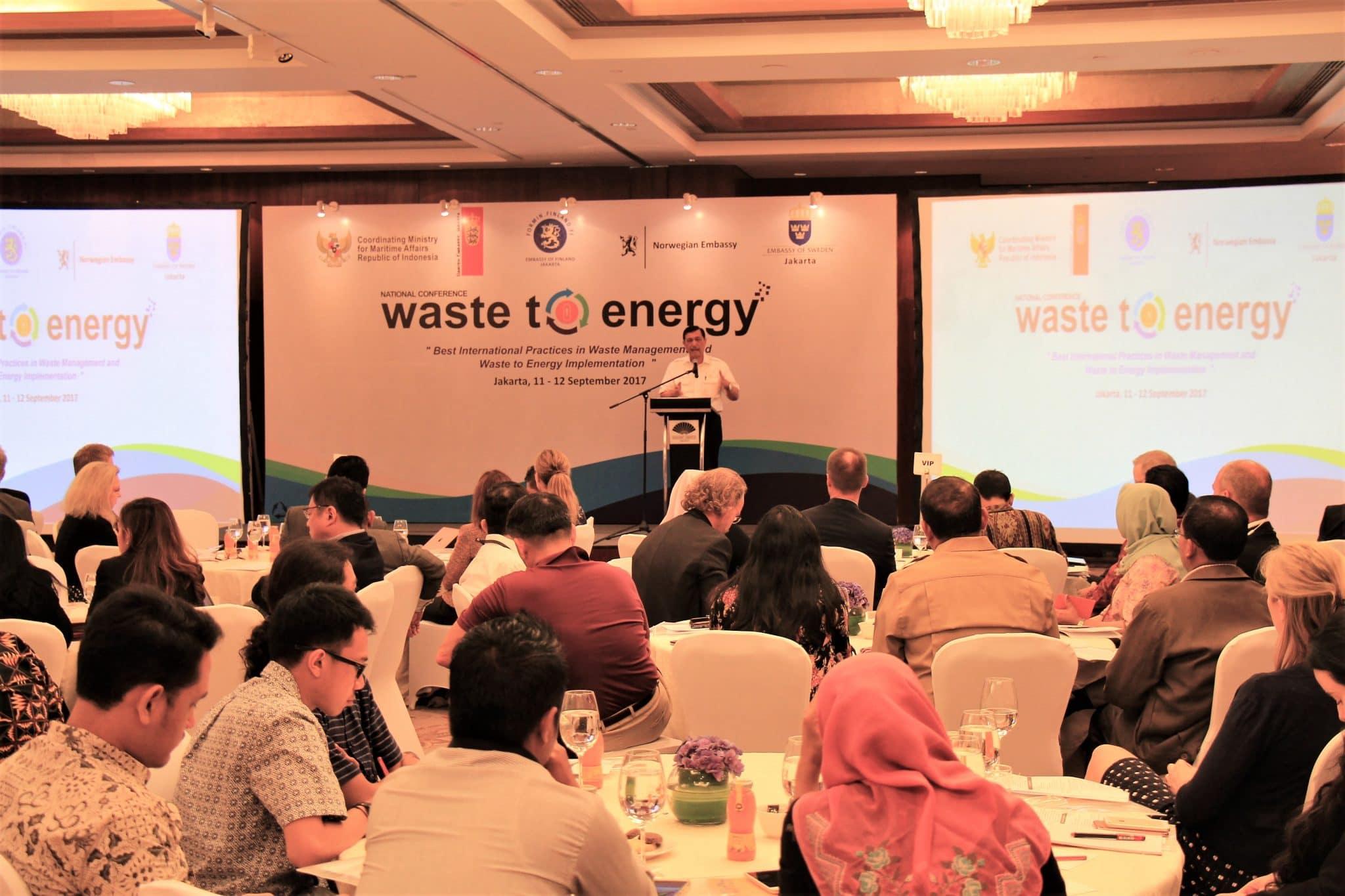 Menko Luhut Membuka National Conference on Waste to Energy di Hotel Mandarin