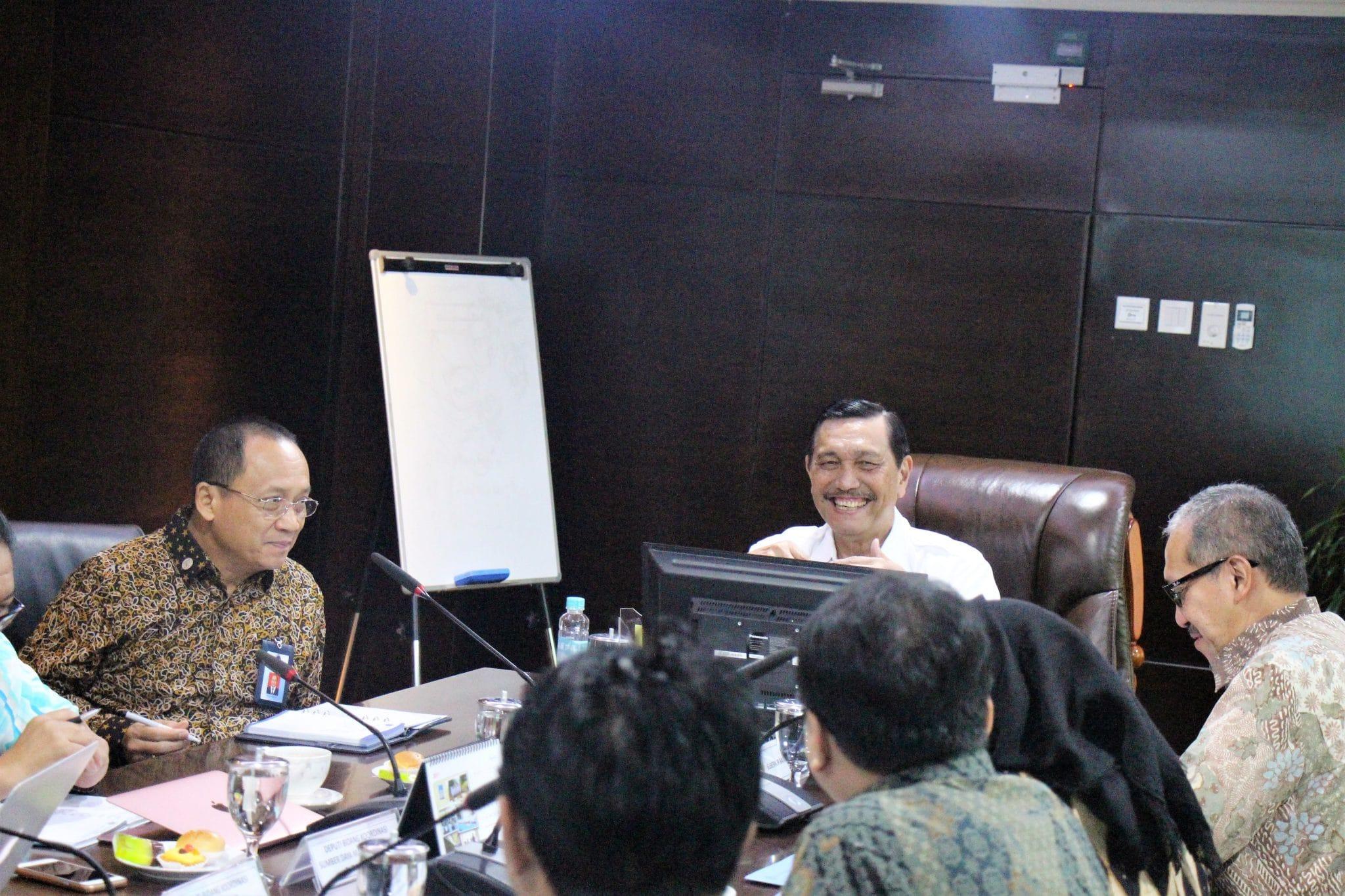 Menko Luhut Menerima Tim Bank Indonesia di Kantor Maritim