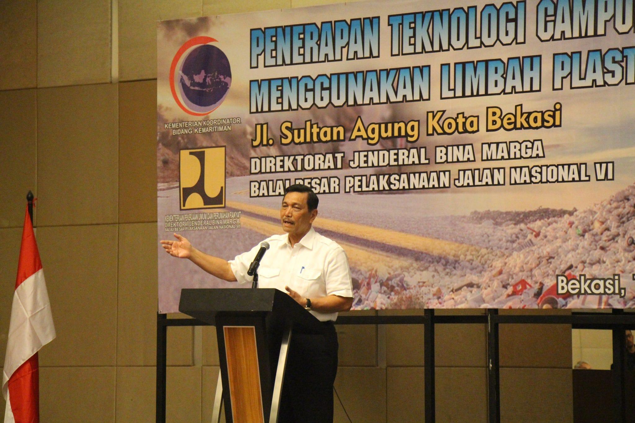 Menko Maritim Luhut B. Pandjaitan Memberikan Pidato Penerapan Teknologi Campuran Beraspal Menggunakan Limbah Plastik