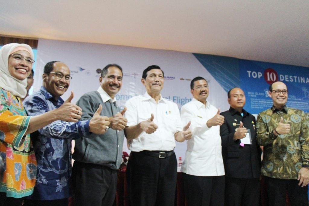 Menko Maritim Sambut Penerbangan Internasional Perdana di Silangit