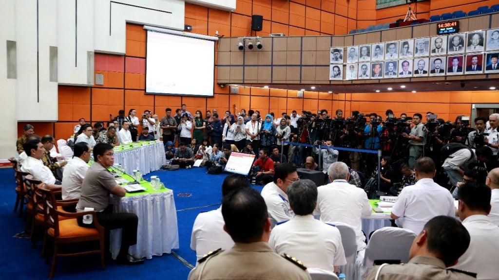 Menko Luhut Hadiri Rapat Kerja dengan DPR RI