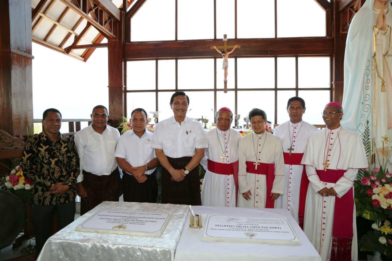 Menko Kemaritiman RI Luhut B. Pandjaitan saat meresmikan Bukit Doa Fatimah