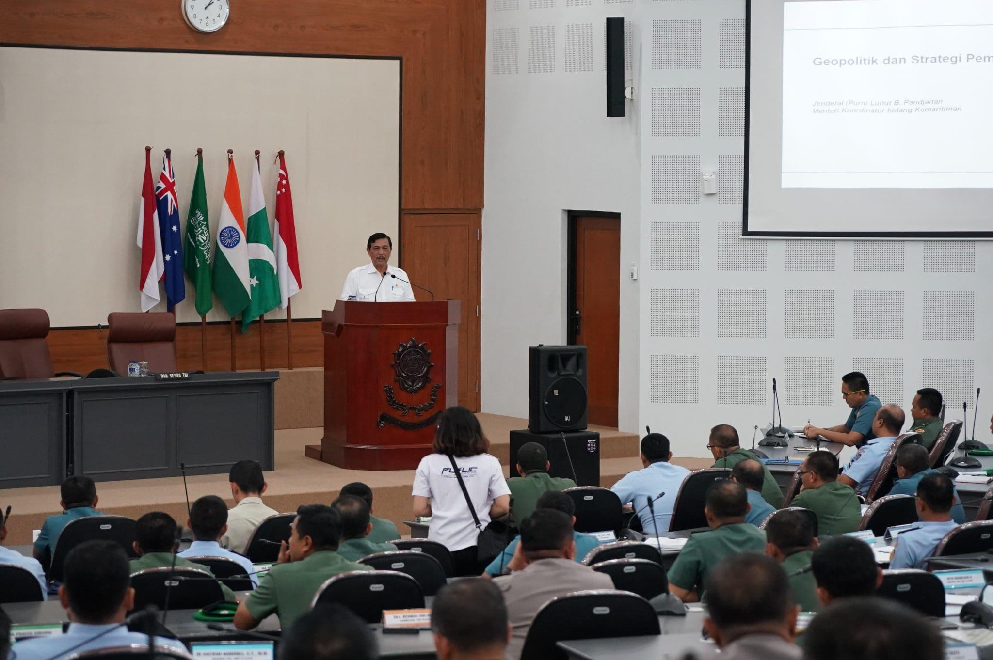 Menko Luhut Berikan Ceramah Kepada Perwira Siswa Dikreg Sesko TNI XLIV 2017
