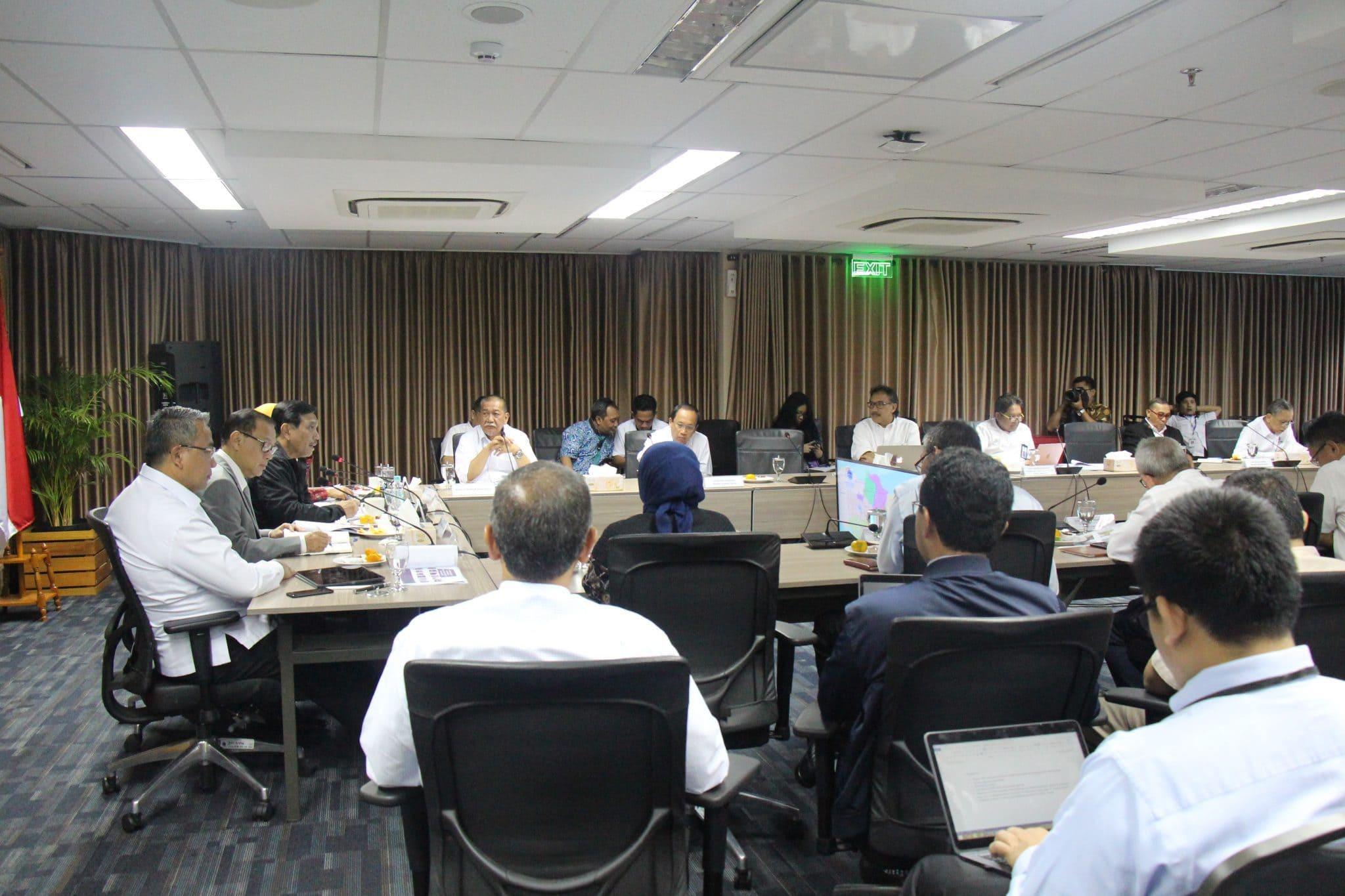 Menko Luhut pimpin Rapat Program Pembangunan & Pengentasan Kemiskinan di Wilayah Jawa Barat bagian Selatan