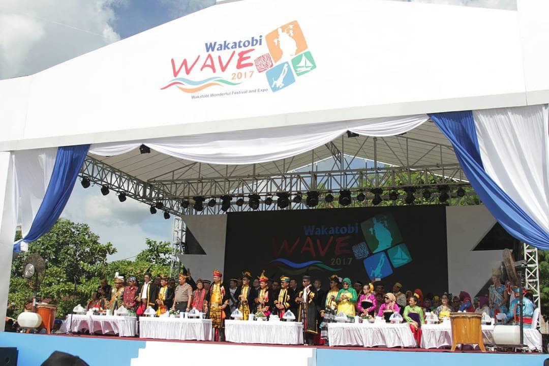 Wakatobi Wave 2017, Suguhkan Paduan Wisata Bahari dan Budaya Images may be subject to copyright. Find out more Related images