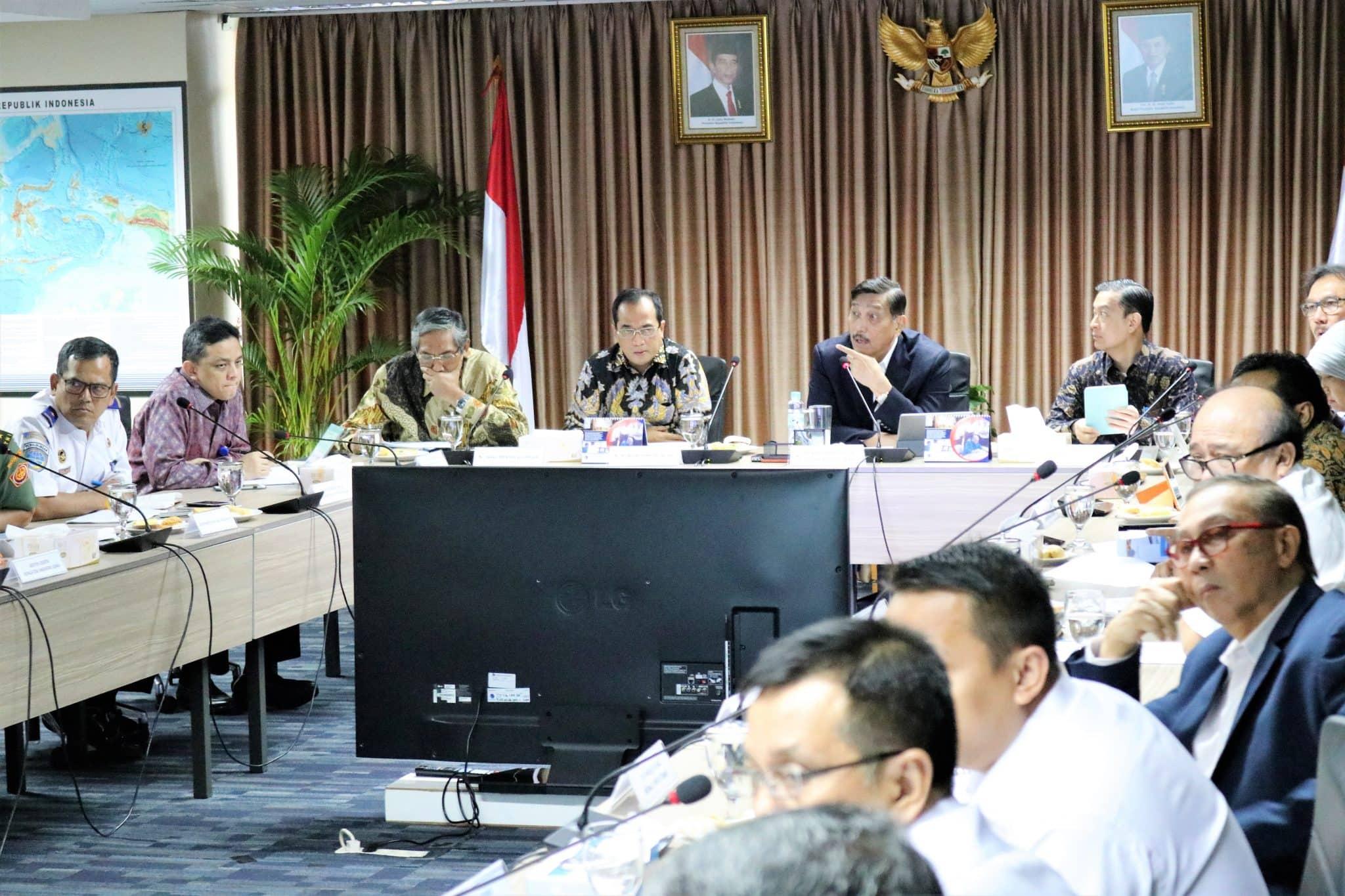 Menko Luhut Rakor Percepatan Kereta Cepat Jakarta - Bandung