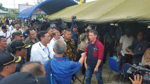 Meninjau Kegiatan Baksos di Kab Kepulauan Mentawai, Menko Luhut di Sambut Masyarakat Mentawai
