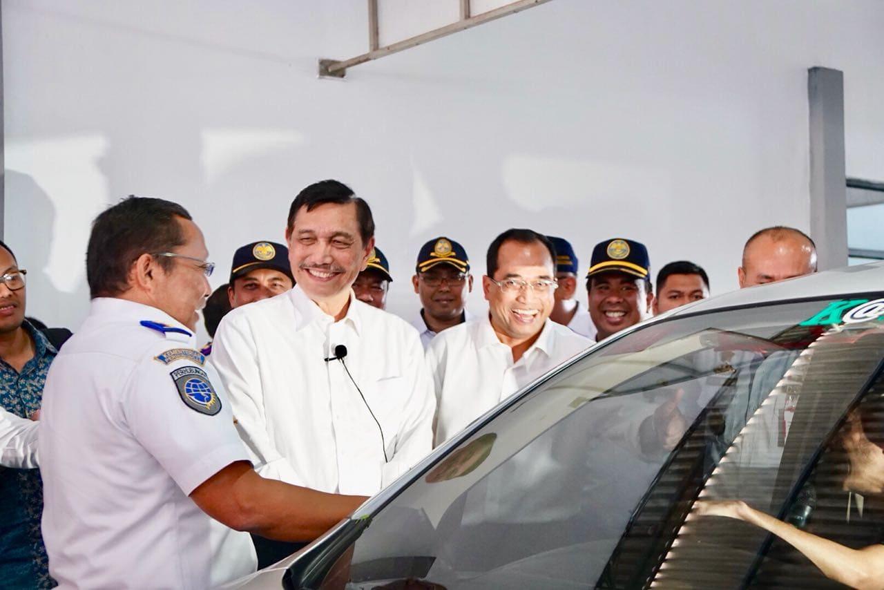 Lakukan Tinjauan Ke UPTD Balai Pengujian Kendaraan Bermotor Surabaya, Menko Luhut : Fasilitas Uji KIR Gratis ini didanai dari Anggaran Pendapatan dan Belanja Negara (APBN).