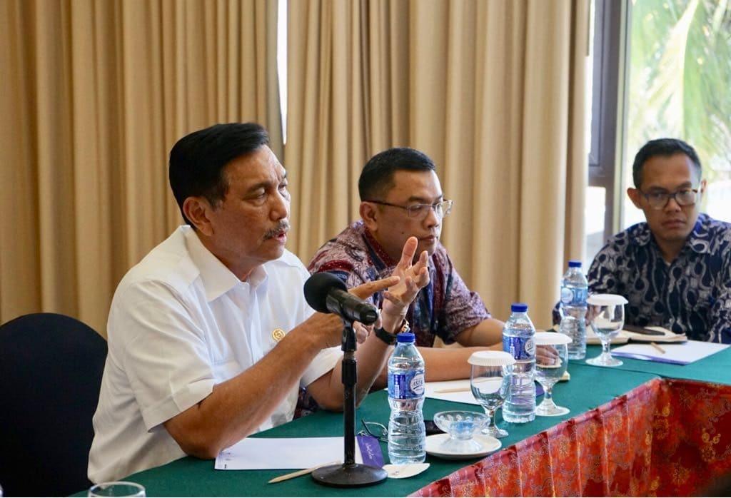 Rapat Bersama Pengusaha dan Investor Batam, Menko Luhut Minta Tertibkan Lego Jangkar Di Sekitar Pelabuhan