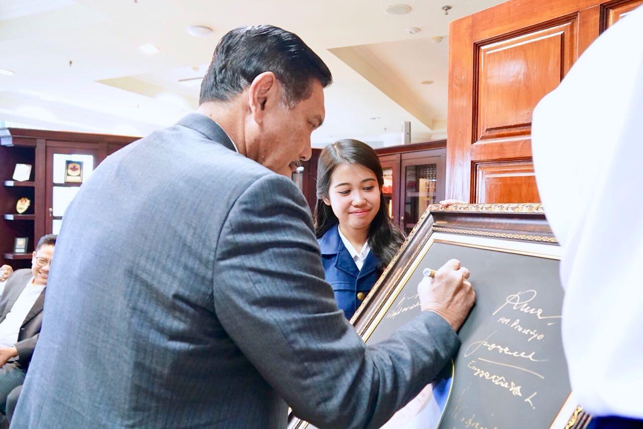 Menko Luhut Hadiri Acara Penganugerahan Gelar Doktor Honoris Causa atas nama Dato Sri Prof Tahir Di Universitas Airlangga Surabaya