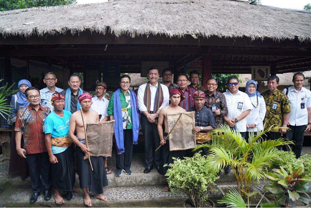 Menko Luhut Kunjungi Lokasi Wisata Budaya Adat Sasak Di Desa Sade