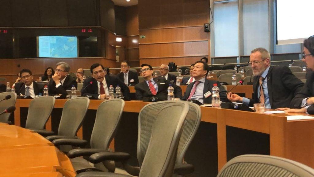 Tindak Lanjut Negosiasi Sawit, Menko Luhut Rapat Dengar Pendapat dengan Parlemen Uni Eropa