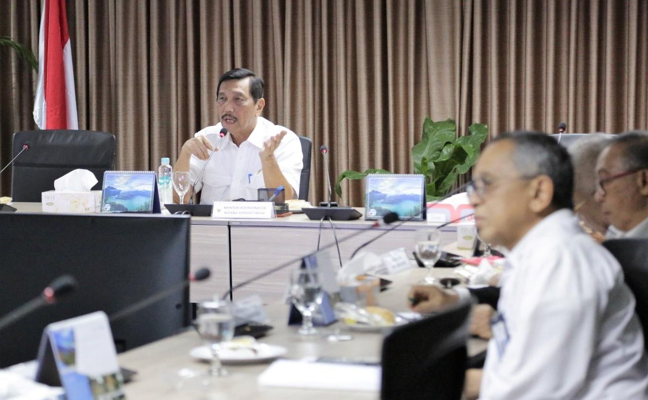 Menko Luhut Pimpin Rapat Revitalisasi Bandara Ngurah Rai