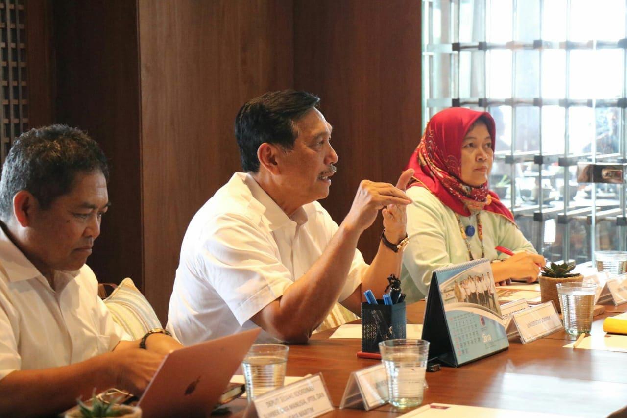 Menko Luhut Rapat Indonesia Bebas Sampah Tahun 2025
