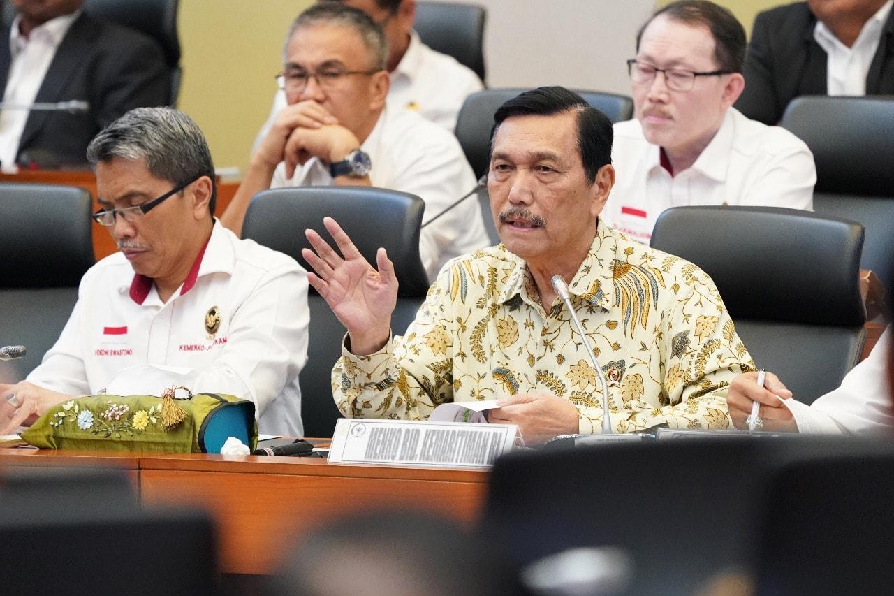 Menko Luhut Menghadiri Rapat Kerja di Gedung DPR RI