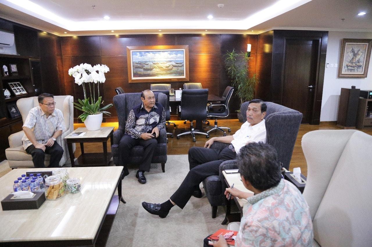 Menko Luhut Meeting Mengenai Garuda Wisnu Kencana di Kantor Maritim