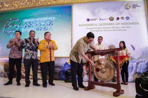 Menko Luhut Membuka dan Memberi Arahan Pada Konferensi Nasional 1 Geopark Indonesia