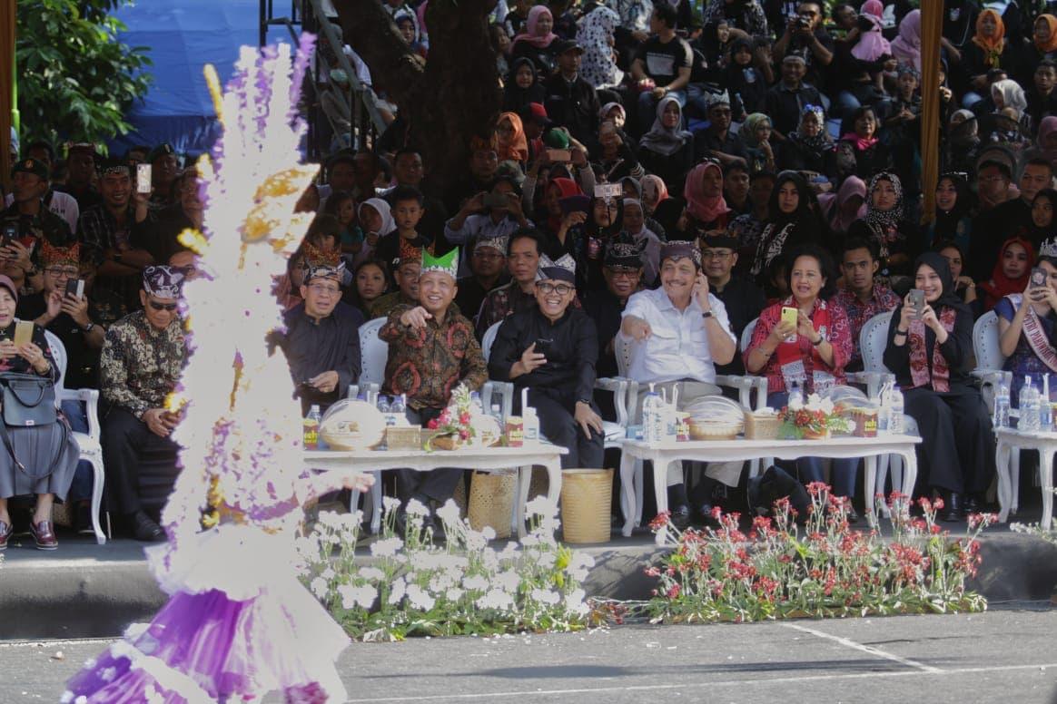 Menko Luhut menghadiri Event Banyuwangi Ethno Carnival 2018