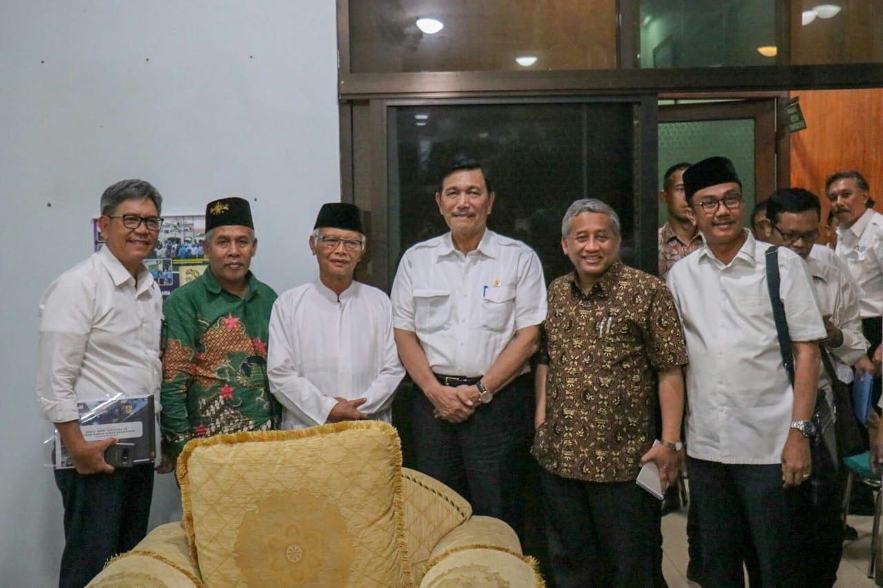 Menko Luhut Penuhi Undangan Silaturahmi Dengan Pengurus dan Ketua PWNU Jawa Timur