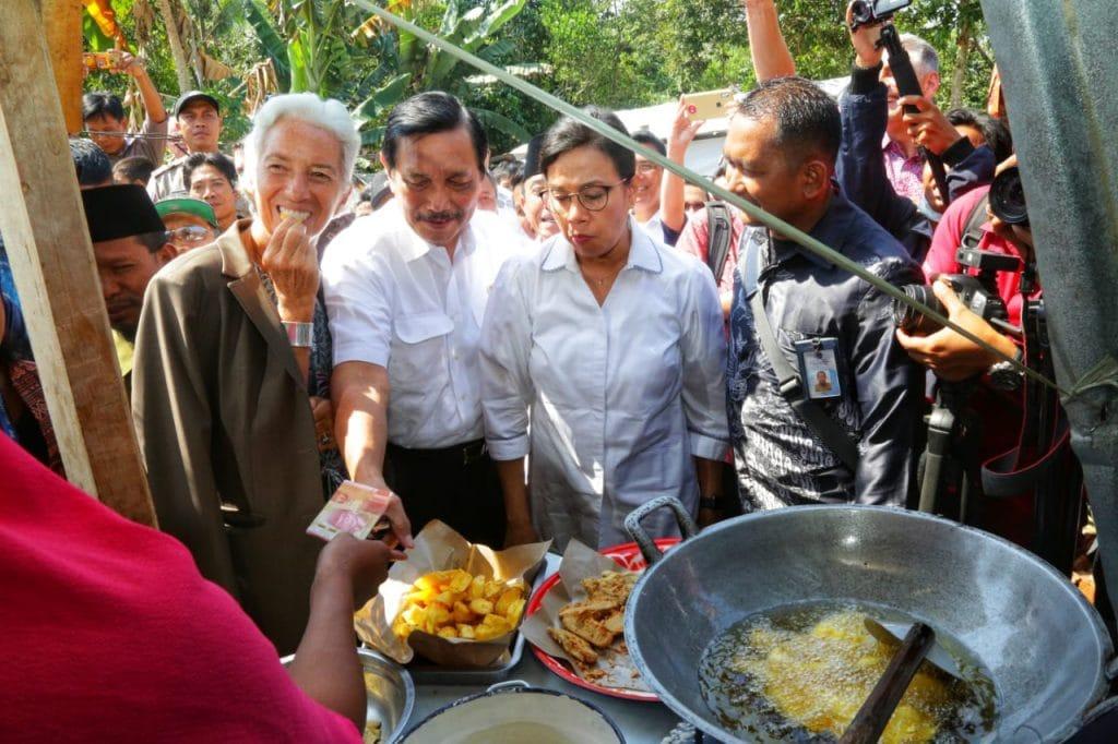 """Menko Luhut dan Direktur IMF serahkan bantuan: """"Kami tidak lupakan Lombok"""""""