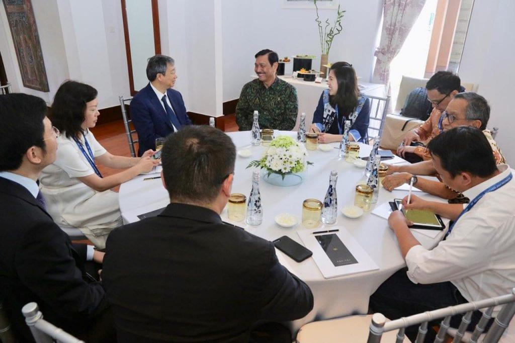 Menko Luhut rapat dengan Governor People's Bank of China