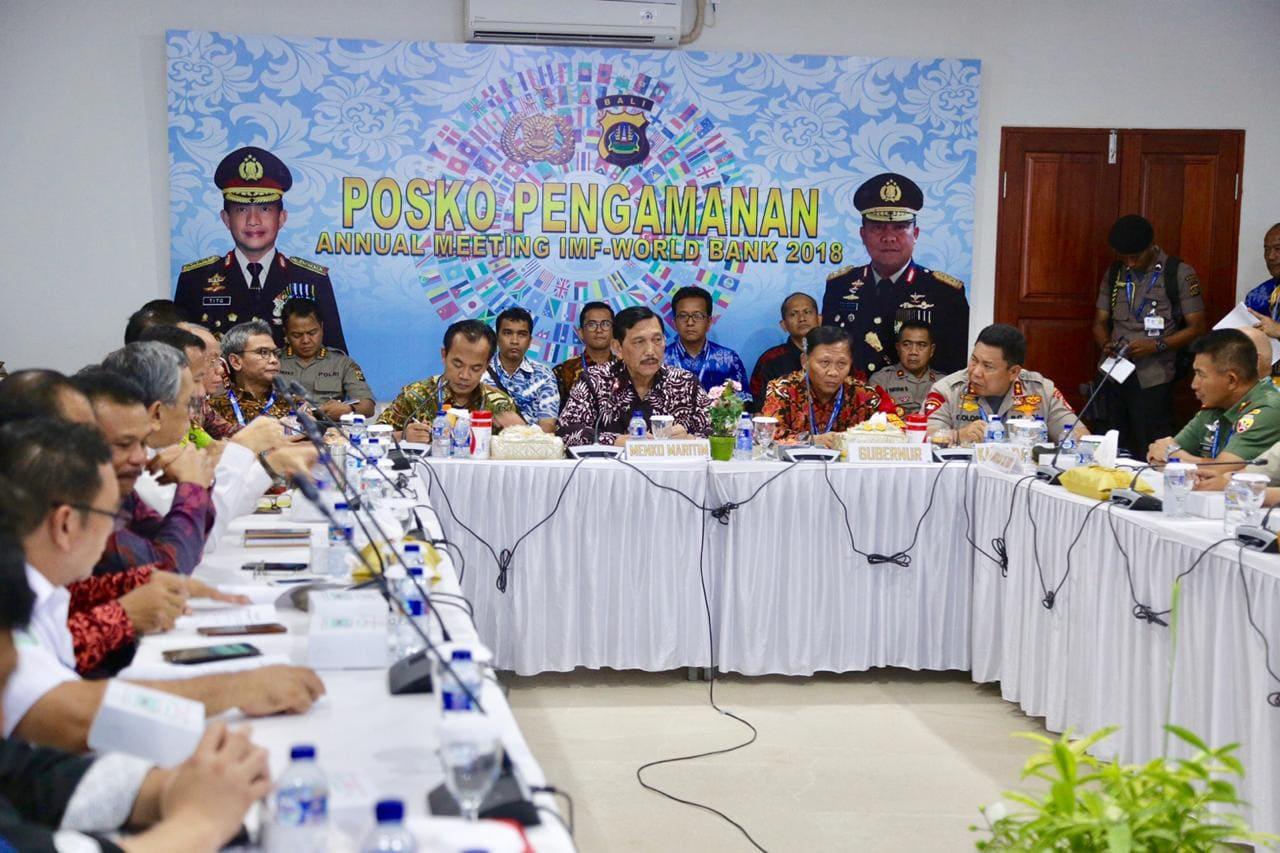 Menko Luhut melakukan Evaluasi Rutin di Command Center, Bali