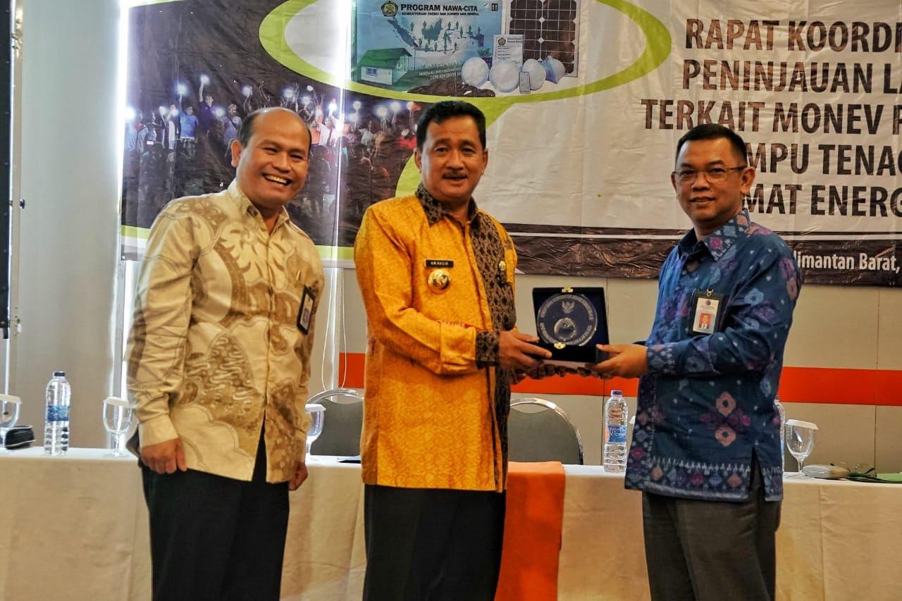 Pelosok Kalimantan Barat Kini Diterangi Lampu Tenaga Surya Hemat Energi (LTSHE)