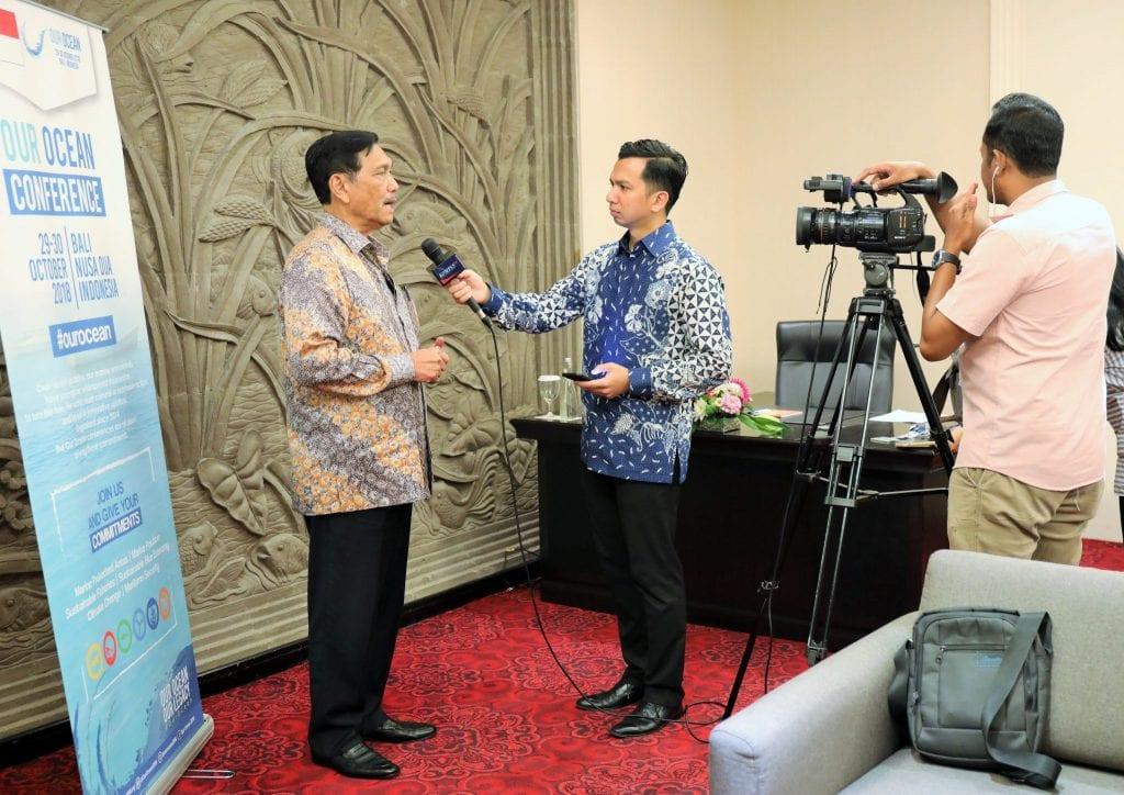 Menko Luhut diwawancarai oleh Kompas TV