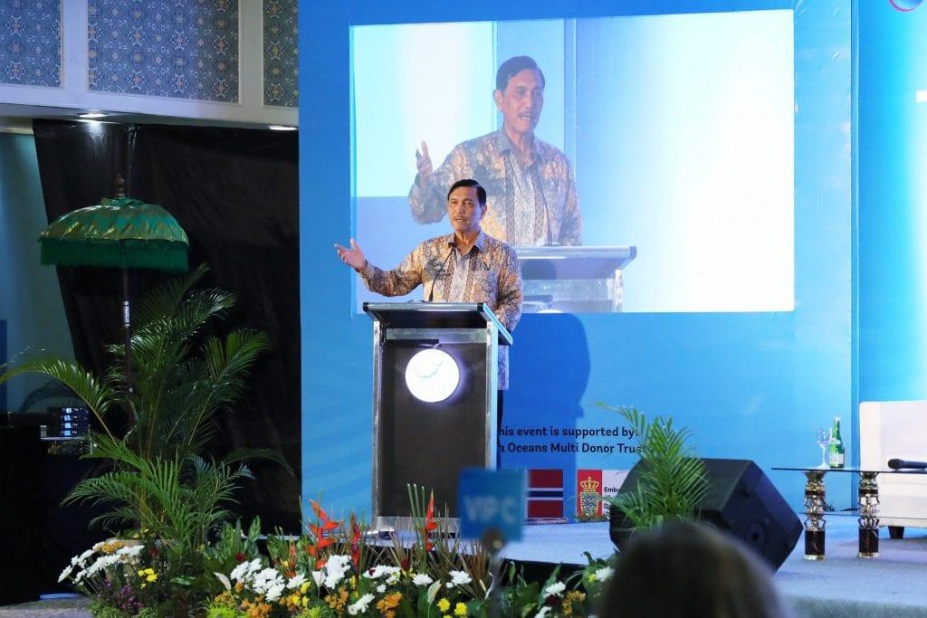Menko Luhut sampaikan Opening Remarks pada acara Side Event on Tackling Marine Debris, di Bali