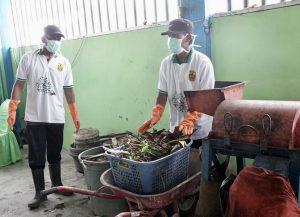 Menko Luhut Meninjau TPS3R (Tempat Pengelolaan Sampah Reduce, Reuse, Recycle) di Komplek Aldi Citra Persada-Banjarmasin